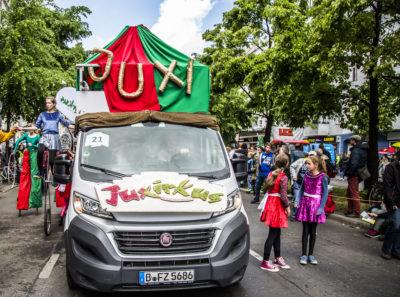 Unser Wagen fährt mit beim Karneval der Kulturen