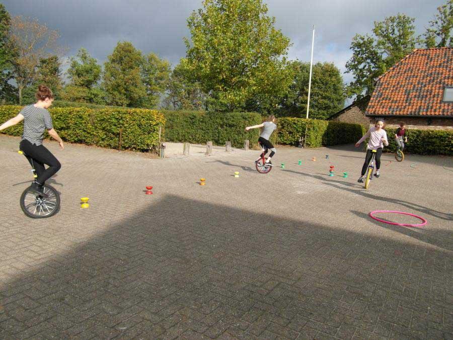 Einradfahren-Training auf der Juxireise in Someren in den Niederlande